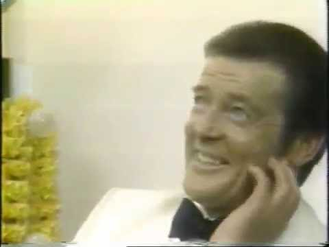 Roger Moore ed about the Battle of the Bonds