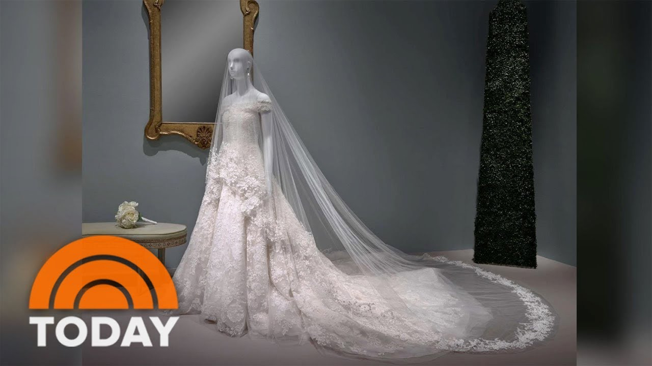 Visit Amal Clooney\'s Oscar De La Renta Wedding Dress In Person ...