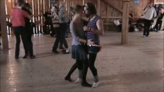 Jag dansar fox med Kristin under en foxkurs på Mannes loge(http://foxkurs.se/ http://vimeo.com/66811727., 2012-08-29T18:10:17.000Z)