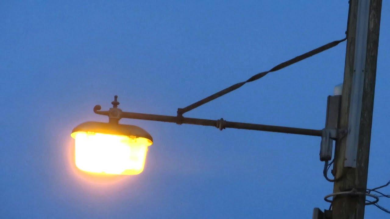 Old Street Light Lighting Up At Locking 17 01 14 Youtube