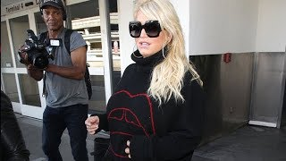 Pregnant Jessica Simpson Moving Carefully At LAX
