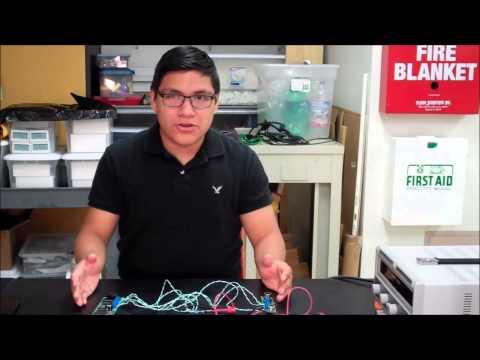 Hernan discussing his ultrasonic parking sensor starter project!
