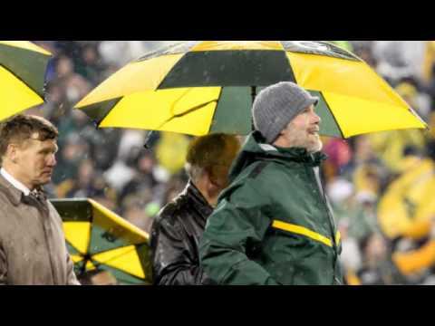 Emma: Brett Favre, Bart Starr Unite For Special Moment