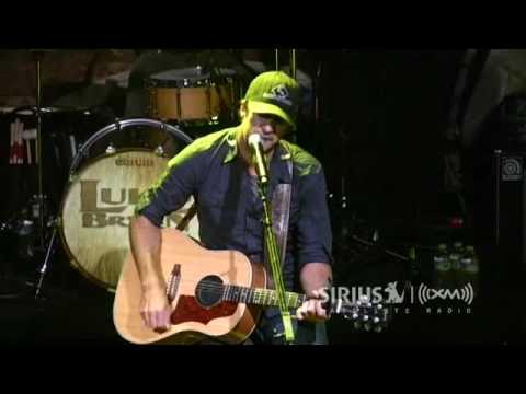 """Luke Bryan Performs """"Doin' My Thing""""  on SiriusXM Radio"""