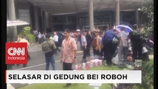 Video Video Amatir: Selasar di Gedung Bursa Efek Indonesia Roboh, Sejumlah Orang Terluka download MP3, 3GP, MP4, WEBM, AVI, FLV Januari 2018