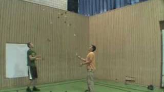 19 ball passing, a new juggling world record.