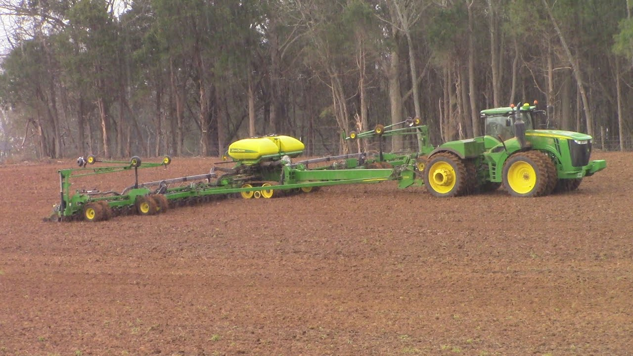 Can You Plant Corn In The Rain With Big John Deere Tractors Youtube