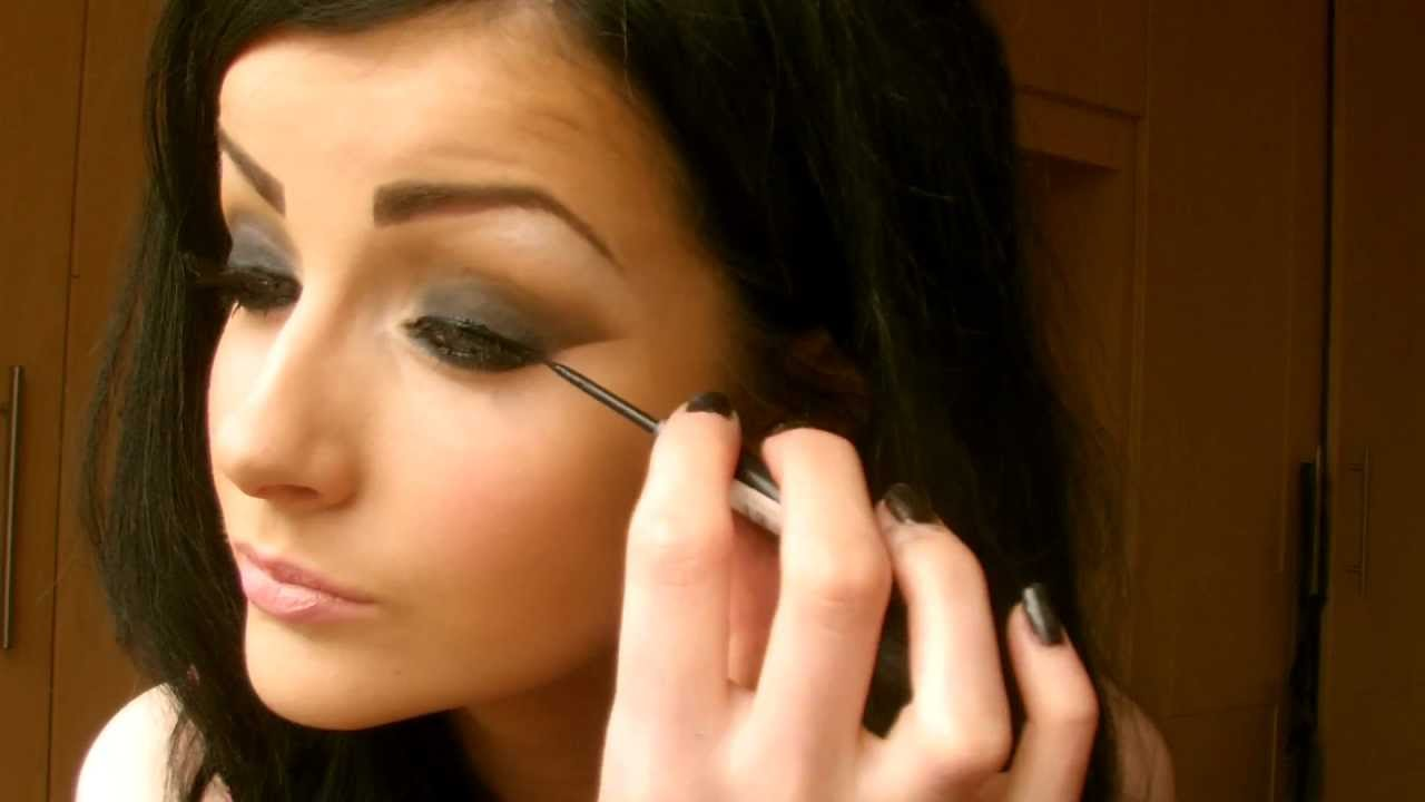 Pics of : How To Do Your Makeup Like A Glamour Model