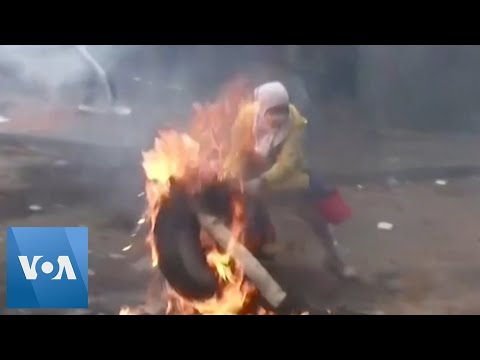 Protesters Roll Flaming Tires at Ecuador Police In Capital