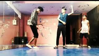 Badan pe sitaare group dance