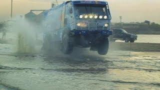 Лучшие моменты ралли-рейда «Золото Кагана 2012»(Вот и прошли гонки. С 19 по 22 апреля на Астраханской земле погонялись джипы, камазы, мотоциклы и прочие болиды..., 2012-04-23T20:22:40.000Z)