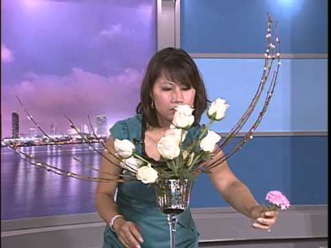 VNTV Floral Design - Nghệ Thuật Cắm Hoa: Bình Hoa Nửa Vầng Trăng