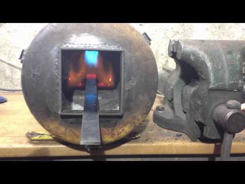 forge fait maison avec deux bouteille de gaz doovi. Black Bedroom Furniture Sets. Home Design Ideas