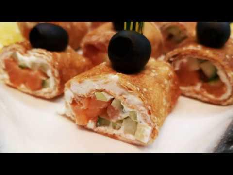 Улетают со стола в один миг. Блинные роллы с копченой рыбой, огурцом и творожным сыром.