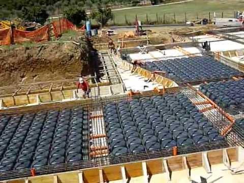 Scavo di fondazione preparazione per getto su casseri mov for Fondazioni per case in legno
