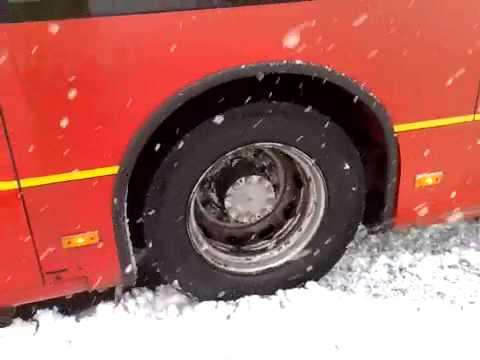 Bendy bus in heavy snow!: