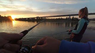 С Женой ловим окуней Хорошая рыбалка в ясный вечерок