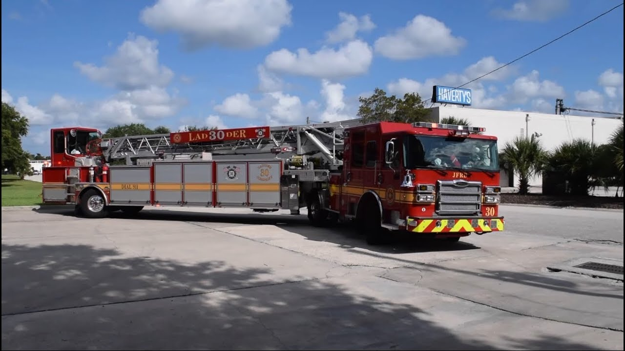 Jacksonville Fire Rescue Department Ladder 30 Returning To