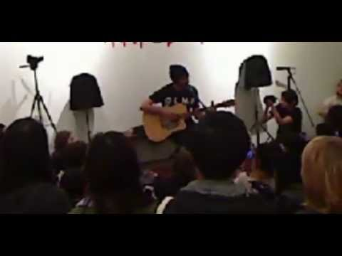 Alex Gaskarth Acoustic Glamour Kills Pop Up Shop Performance