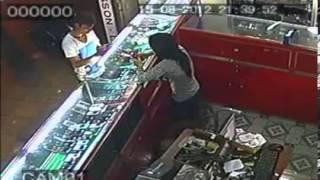 Camera giám sát ghi lại cảnh trộm cướp ở ĐỒng Nai