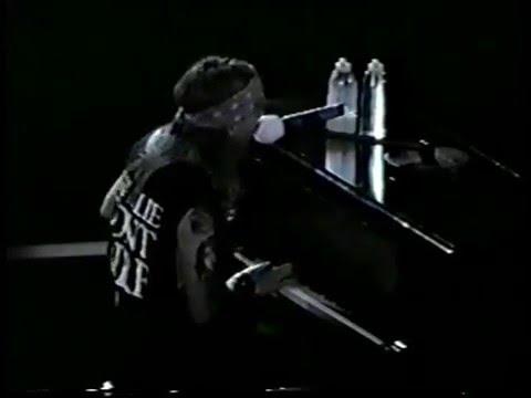 Guns N' Roses - Piano Solo + November Rain - Hartford 1993