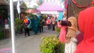 Video Yel yel lomba kebersihan lingkungan Rt 23 Rw 09 Karangpoh Bungah Gresik download MP3, 3GP, MP4, WEBM, AVI, FLV September 2018