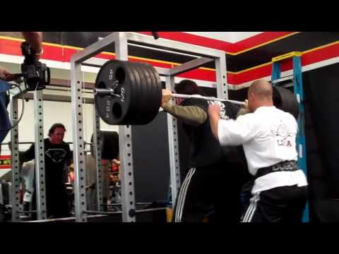 Mike O'Hearn Squatting 6plates. No Belt or Knee Wraps!