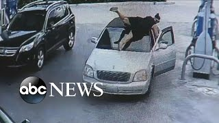 Florida Woman Jumps on Car to Stop Alleged Purse Snatcher