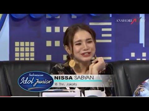 ROSSA NANGIS LIHAT NISSA SABYAN NANYI DI INDONESIAN IDOL