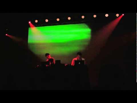 Plaid - Eye Robot (unknown 12 (Live @ LEV 2010))