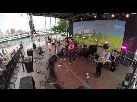 EZTV live at Hudsons River Rocks - NYC 2015