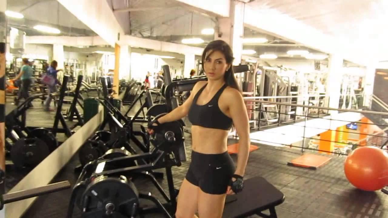 ejercicios en el gym para piernas y gluteos
