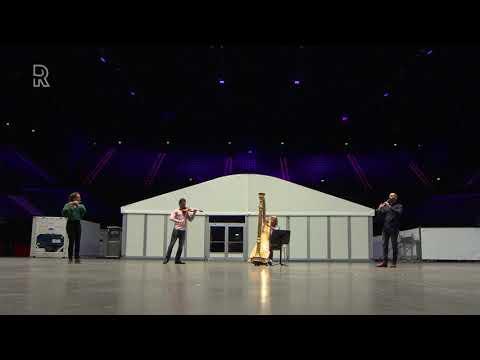 Preview van Love Shine A Light door het Rotterdams Philharmonisch Orkest voor de Songfestivalshow...