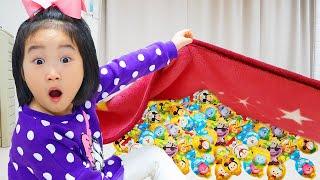 Boram joga ovos gigantes de surpresa com brinquedos