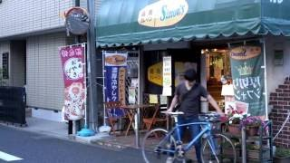 辻堂駅より徒歩3分。商店街に面した小さなお店、湘南カレーパンシモン...