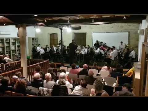A banda municipal de Guitiriz transfórmase en Queen a ritmo do 'We will rock you'