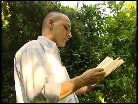 Mario Míguez lee el poema