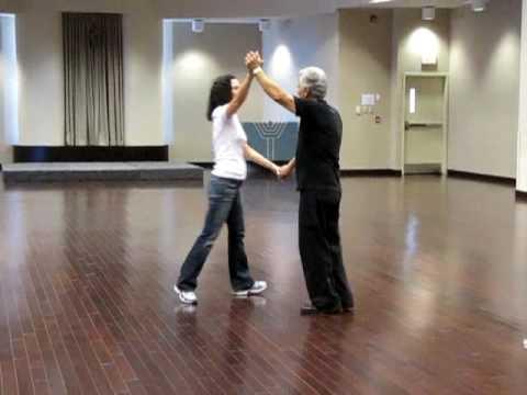 Israeli dance: Lir'ot otach tsocheket - ריקוד זוגו...