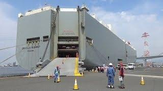 マツダと川崎汽船が輸出車の船積みを小中学生に公開