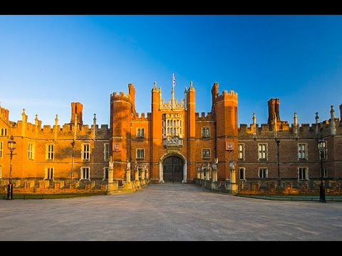 A Walk Around Hampton Court, Greater London