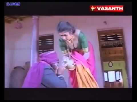 Hot Telugu Wife Desi Boobs Exposed Cleavage Clip thumbnail