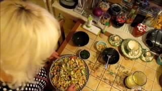"""Готовим салат """"Оливье""""."""