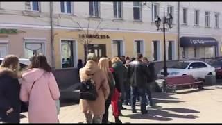 Очередь за бесплатными бургерами в центре Владивостока