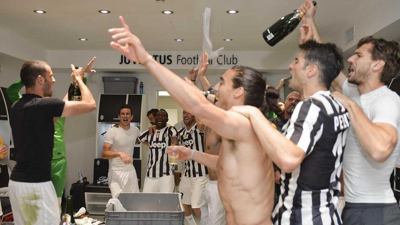 Juventus champions, la festa in campo e negli spogliatoi