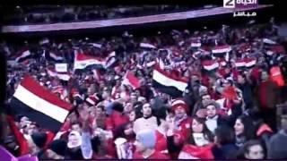 شاهد رمضان صبحي عريس منتخب مصر بعد اطلاق صافرة نهاية مباراة نيجيريا واحتفاله مع الجماهير وتقبيل علم مصر