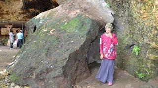 Punden Keramat di Gua Ngerong - Tuban