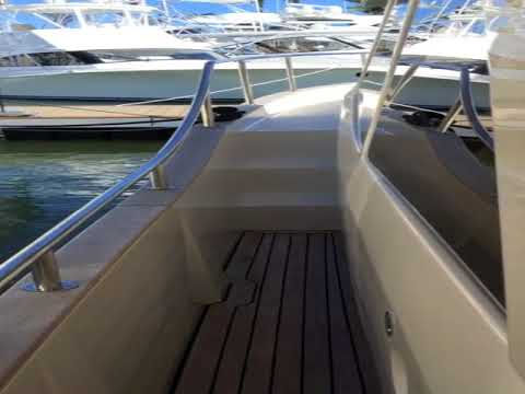 Tour the 33 Greenline Hybrid displayed at the 2018 Miami Yacht Show
