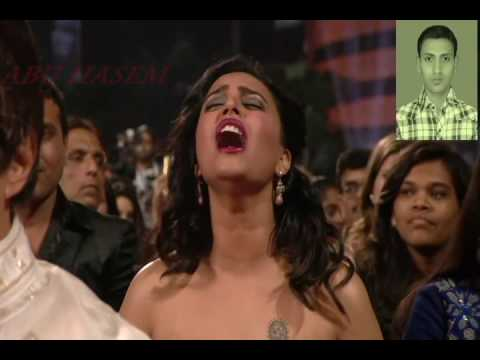 sonam kapur boobs show in zee awarde  negetive channel thumbnail