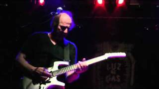 Adrian Belew Power Trio - Beat Box Guitar