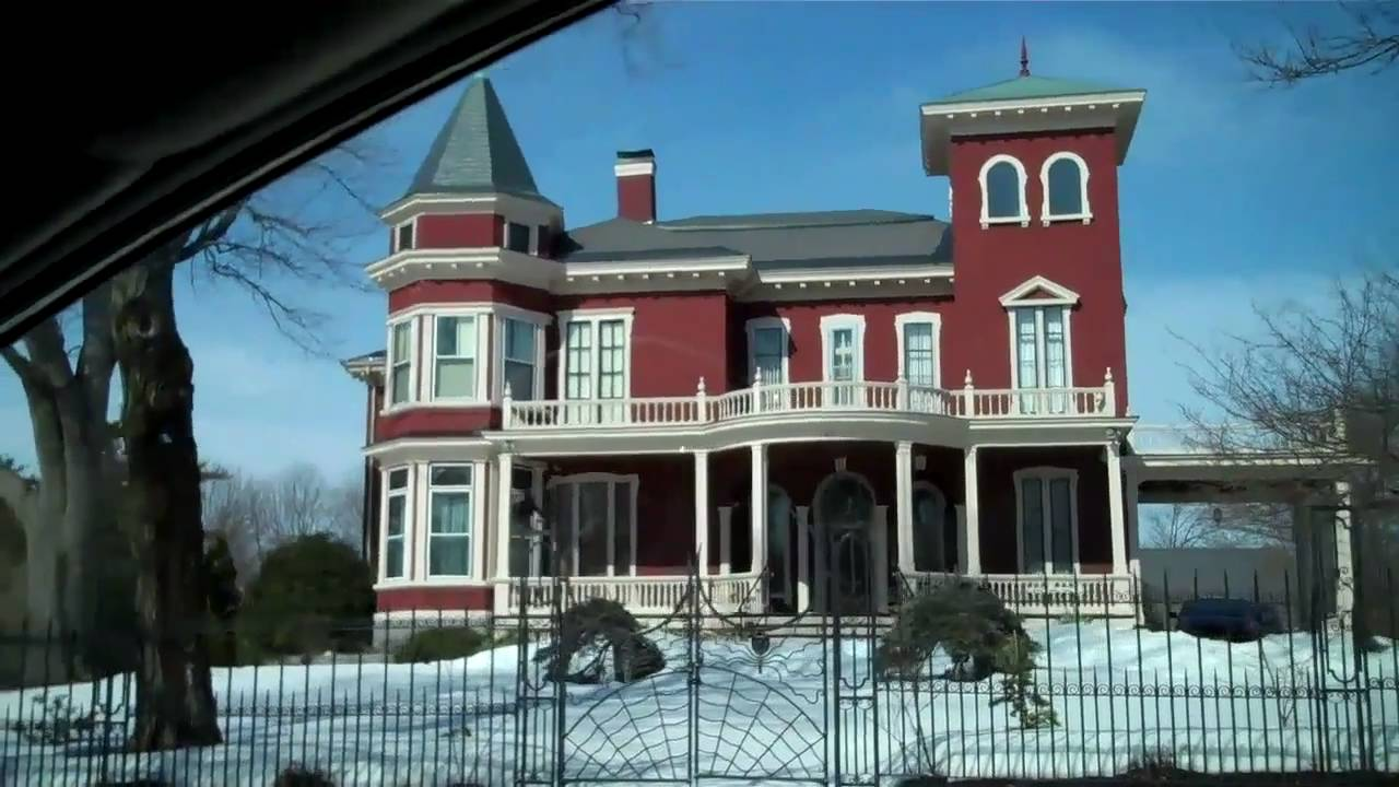 Mrs. D drives by Stephen King's house in Bangor, Maine ...
